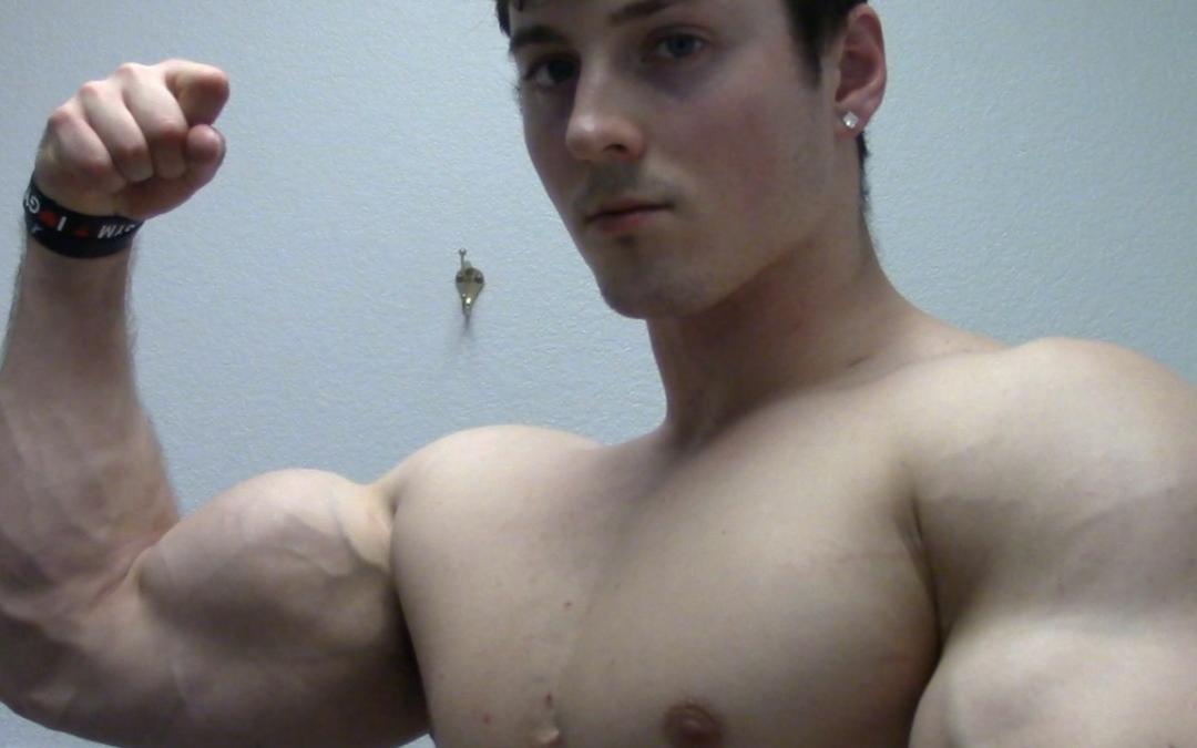 8b59ee85 Zach Zeiler Arm Pumping & Posing