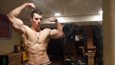 Zach Zeiler Shows Off His Gym Session and Ripped Muscles